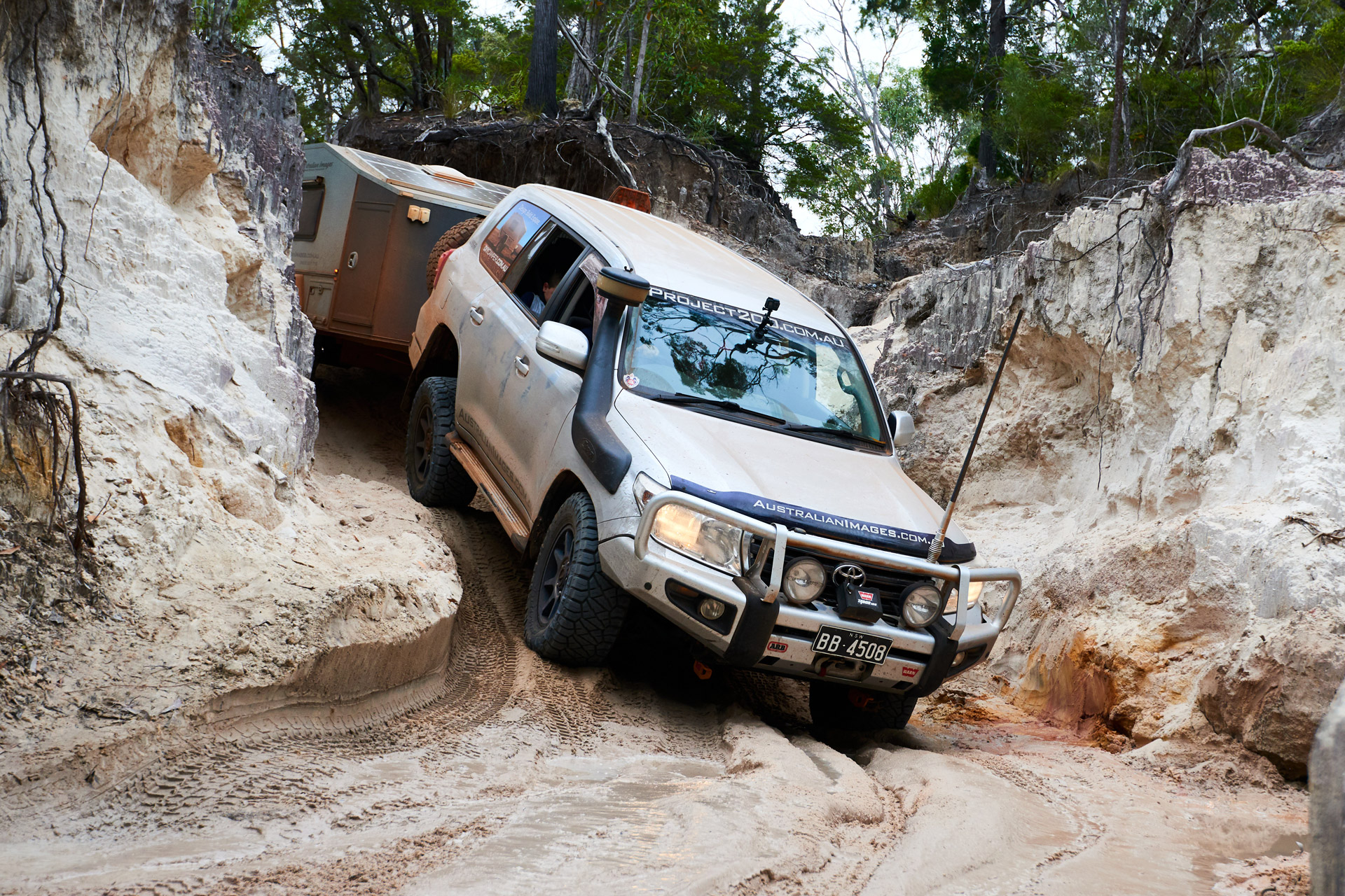 ROH 4x4 Trophy wheels on LC200 Cape York driving from rocks through sandy beach entry