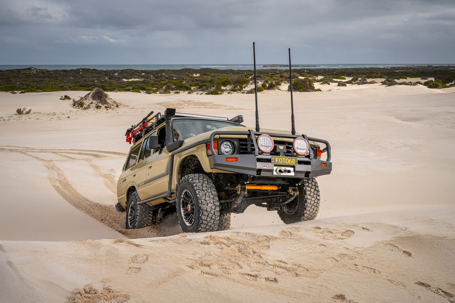 ROH Vapour wheels on Sandy 60 Series LandCruiser driving up sand dunes